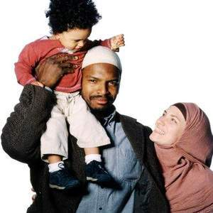 https://nabilizzaa.files.wordpress.com/2012/03/muslim_family.jpg?w=300